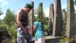 عربية محجبة تتفشخ من جندي امريكي فى الخارج