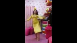 رقص عربي تصور لعشيقها رشاقة جسمها