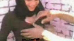 مصري بينيك حبيبته اللبوة فى الشارع وصاحبه بيصورهم