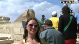 فيديو سكس بورن متصور فى اهرامات الجيزة فى مصر وسط الناس