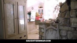 اباء ديوثين يبدلون بناتهم وينيكيون فيهم على السرير واباءهما يشاهدهما