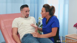 سكس في المستشفي الممرضة تعطيه بلوجوب وكسها