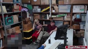 سكس فديوهات فتاة تتناك من رجل الامن امام صديقه