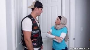 نيك ميا خليفه ووالدتها