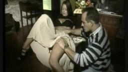 سكس ايطالي قديم تبادل الزوجات مع مسكى البار